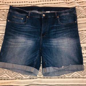 ⭐️ PLUS⭐️ H&M Denim Shorts